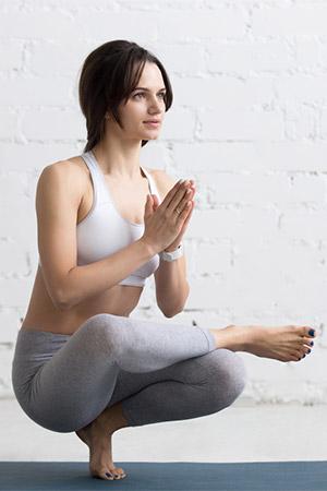 Yoga Pada Angusthasana — Posture sur les orteils